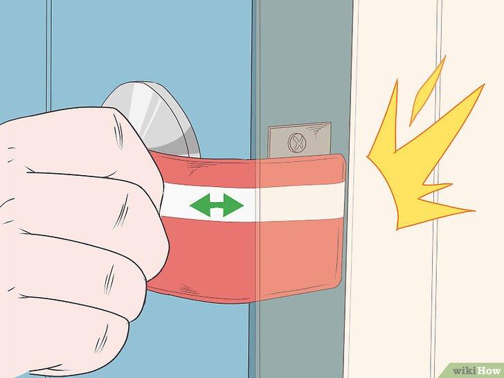 Cách để Mở khóa cửa bằng thẻ tín dụng